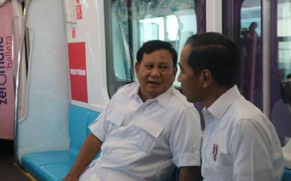 Naik MRT, Prabowo: Terima Kasih Pak Jokowi